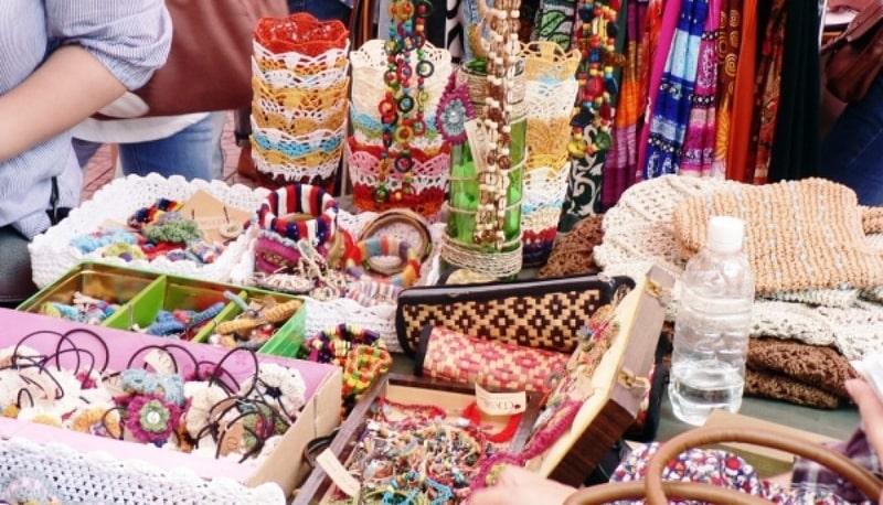 Phụ kiện giá sỉ tại chợ Hàng Bồ