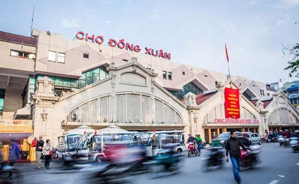 Quần áo giá rẻ tại chợ Đồng Xuân - Hà Nội